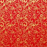 Tela patchwork de Navidad espirales doradas sobre rojo 1